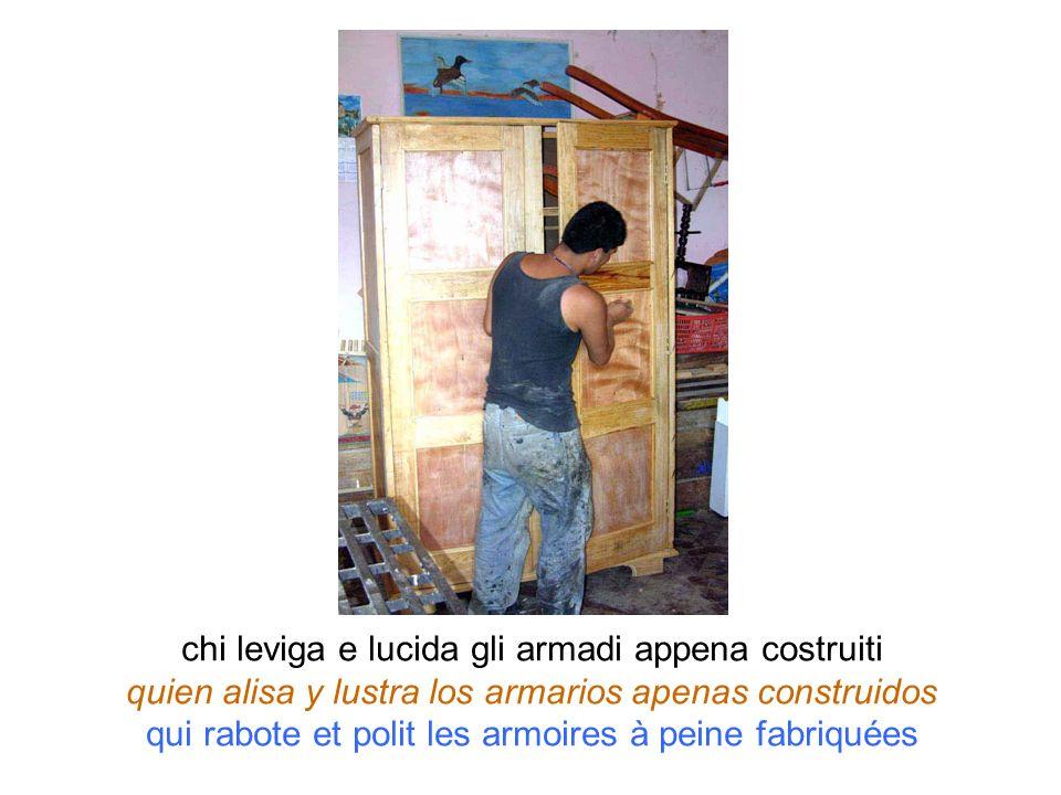 chi leviga e lucida gli armadi appena costruiti quien alisa y lustra los armarios apenas construidos qui rabote et polit les armoires à peine fabriqué