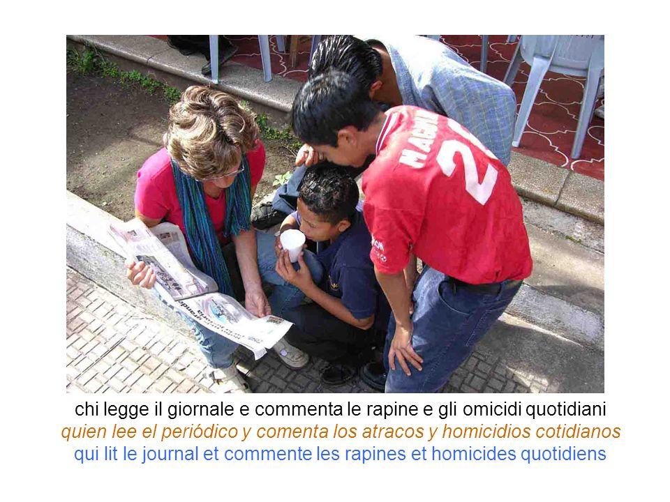 chi legge il giornale e commenta le rapine e gli omicidi quotidiani quien lee el periódico y comenta los atracos y homicidios cotidianos qui lit le jo