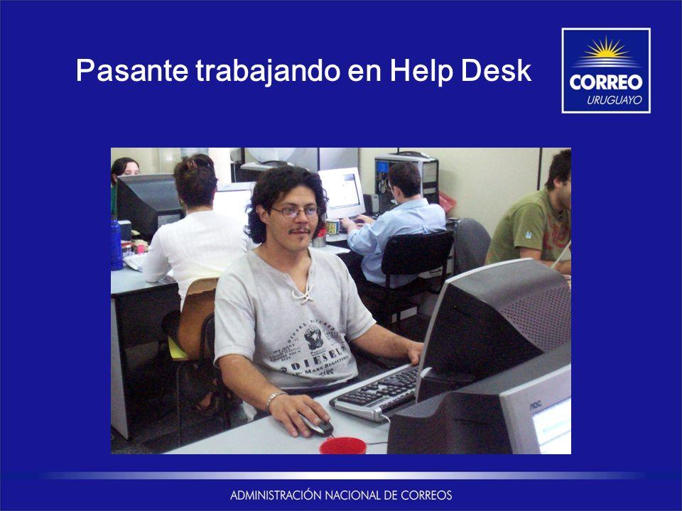Pasante trabajando en Help Desk
