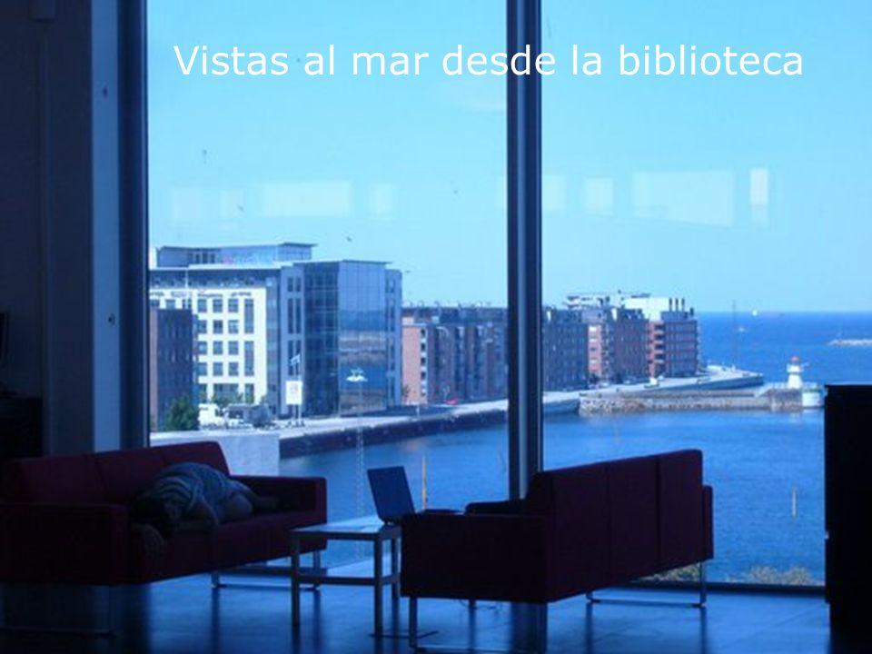 Biblioteca Universitaria Vistas al mar desde la biblioteca