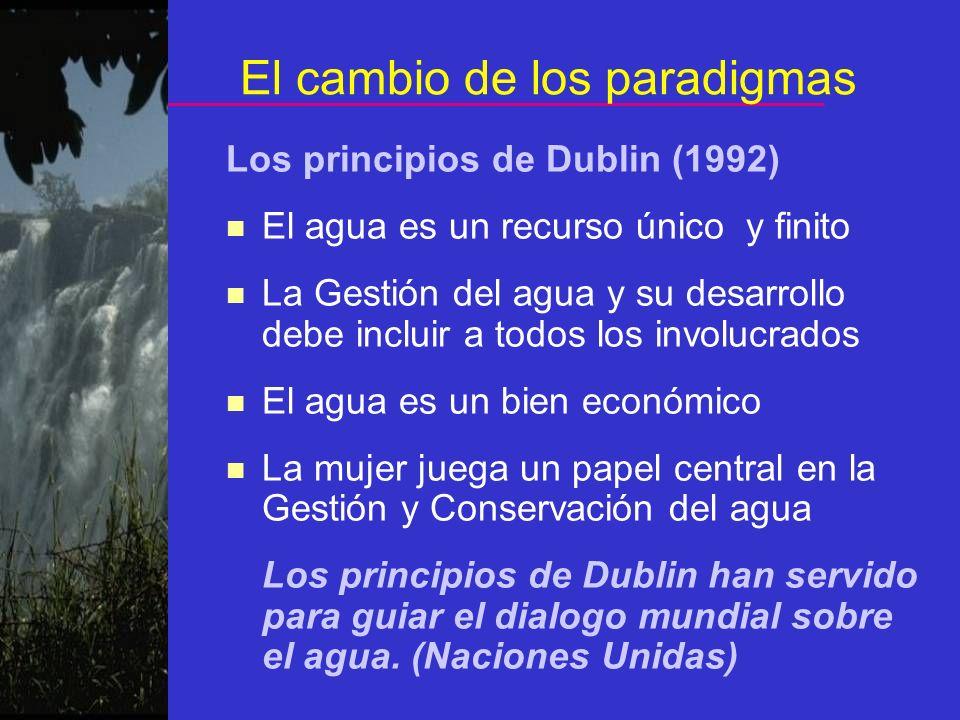 El cambio de los paradigmas Los principios de Dublin (1992) n El agua es un recurso único y finito n La Gestión del agua y su desarrollo debe incluir