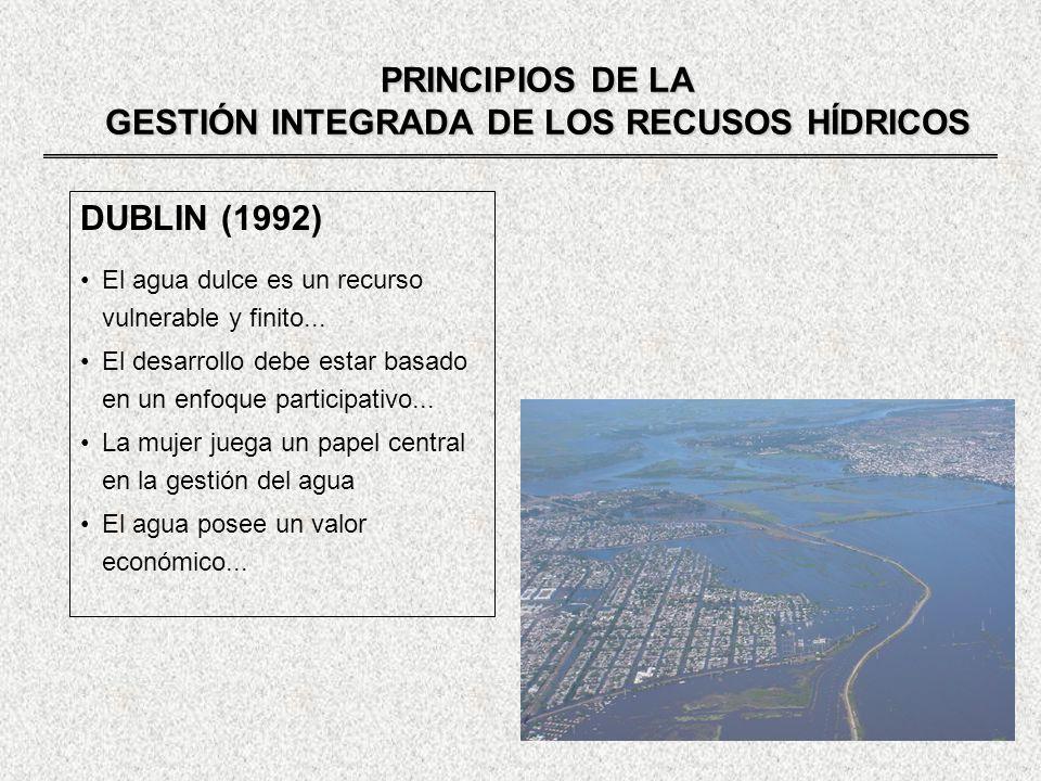 PRINCIPIOS DE LA GESTIÓN INTEGRADA DE LOS RECUSOS HÍDRICOS DUBLIN (1992) El agua dulce es un recurso vulnerable y finito... El desarrollo debe estar b