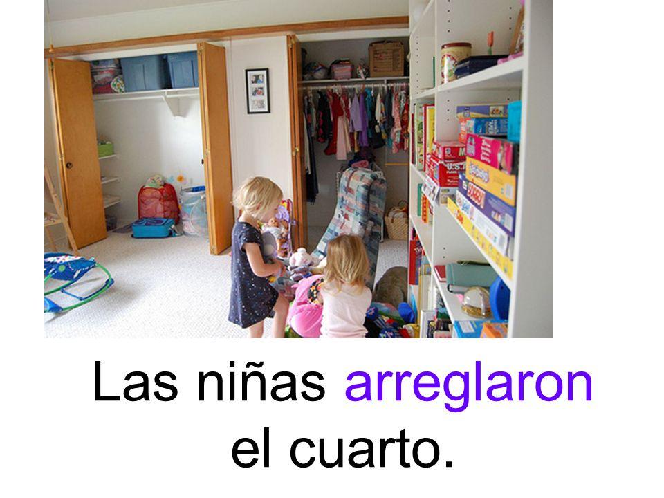 Las niñas arreglaron el cuarto.