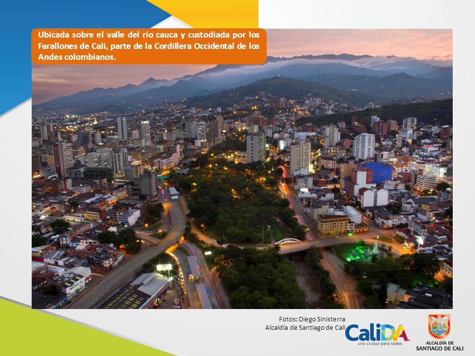 Ubicada sobre el valle del río cauca y custodiada por los Farallones de Cali, parte de la Cordillera Occidental de los Andes colombianos.