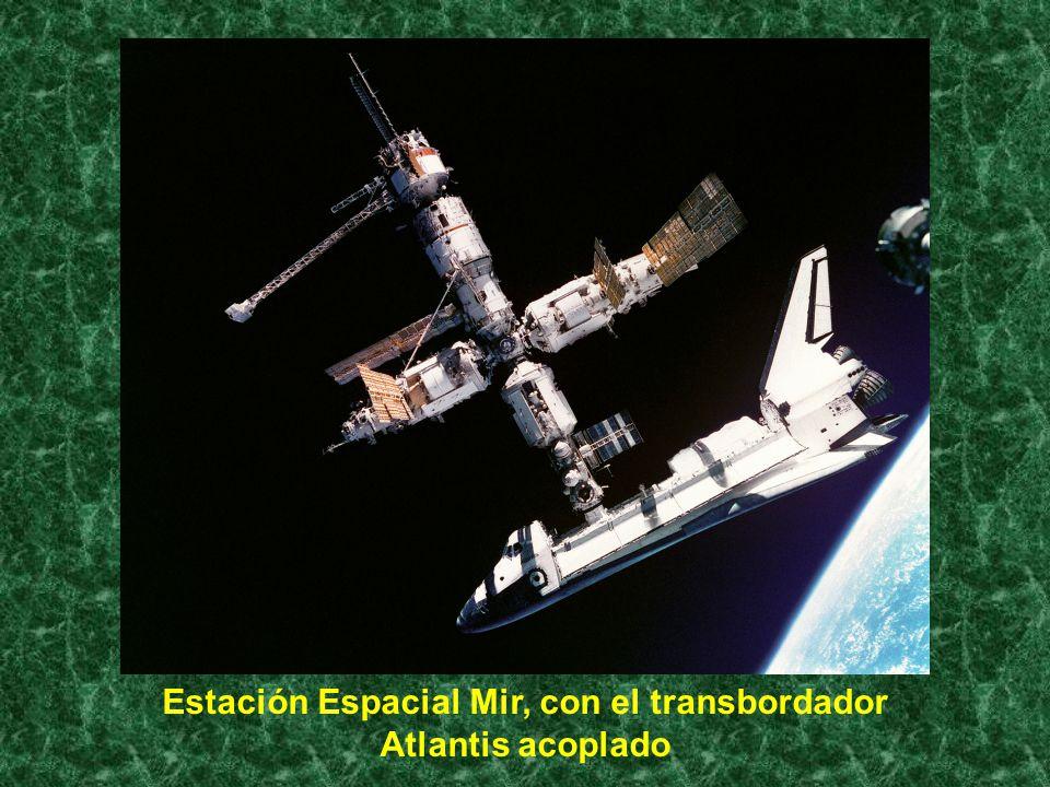 Estación Espacial Mir, con el transbordador Atlantis acoplado