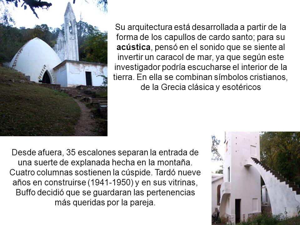La capilla se trata de una construcción de forma ojival enmarcada en una típica postal serrana.