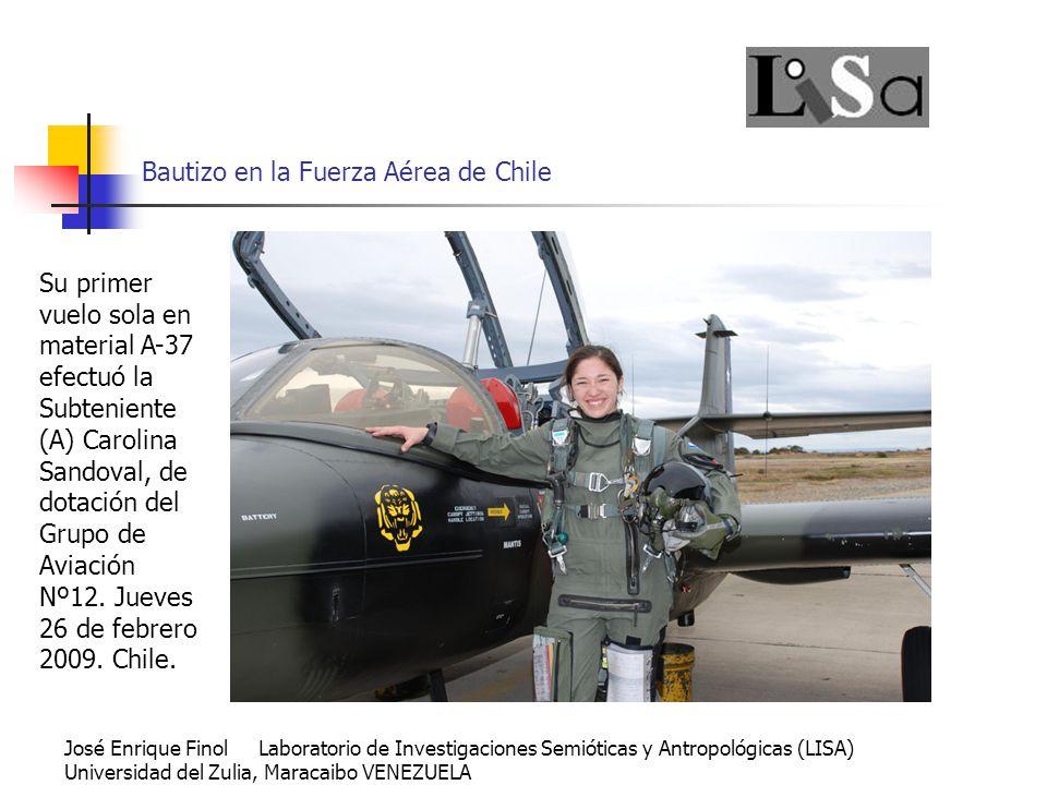 Bautizo en la Fuerza Aérea de Chile Su primer vuelo sola en material A-37 efectuó la Subteniente (A) Carolina Sandoval, de dotación del Grupo de Aviación Nº12.