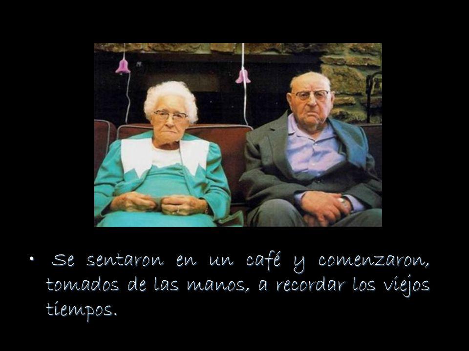 Se sentaron en un café y comenzaron, tomados de las manos, a recordar los viejos tiempos.