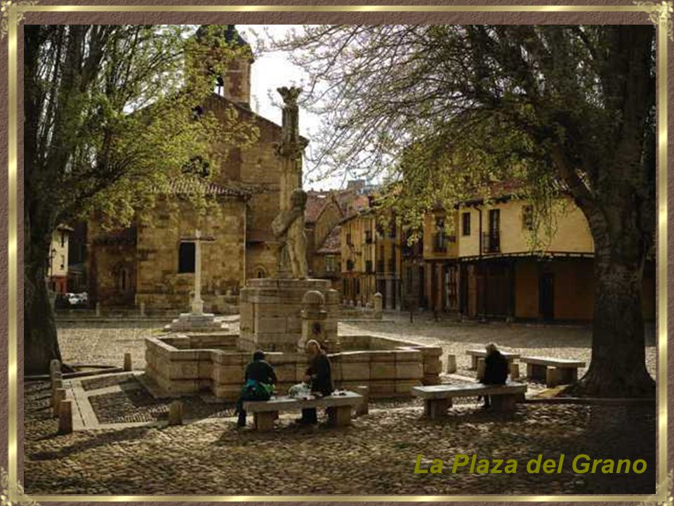 La Plaza de la Regla, inusualmente desierta