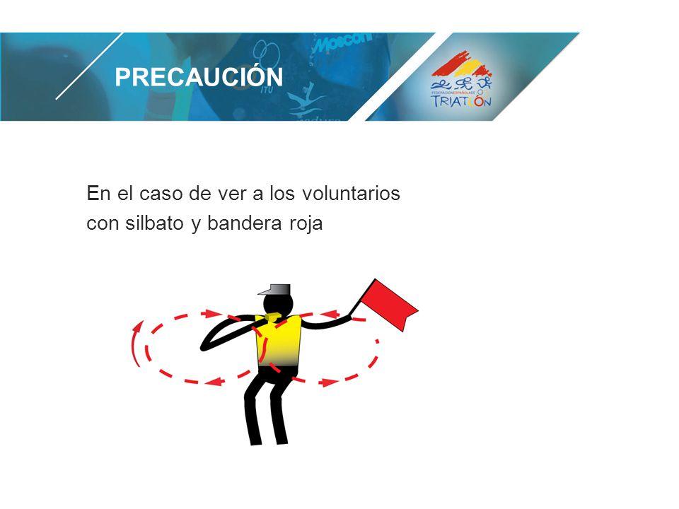 En el caso de ver a los voluntarios con silbato y bandera roja PRECAUCIÓN