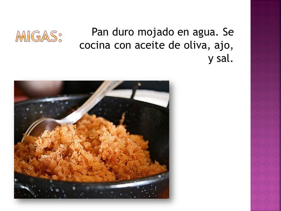 Pan duro mojado en agua. Se cocina con aceite de oliva, ajo, y sal.