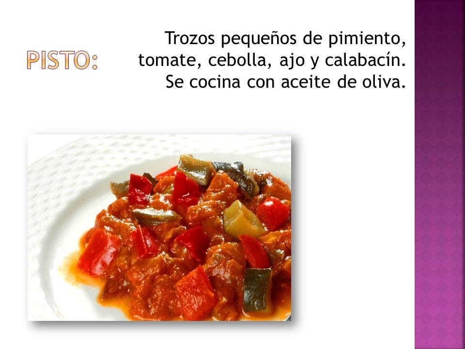 Trozos pequeños de pimiento, tomate, cebolla, ajo y calabacín. Se cocina con aceite de oliva.
