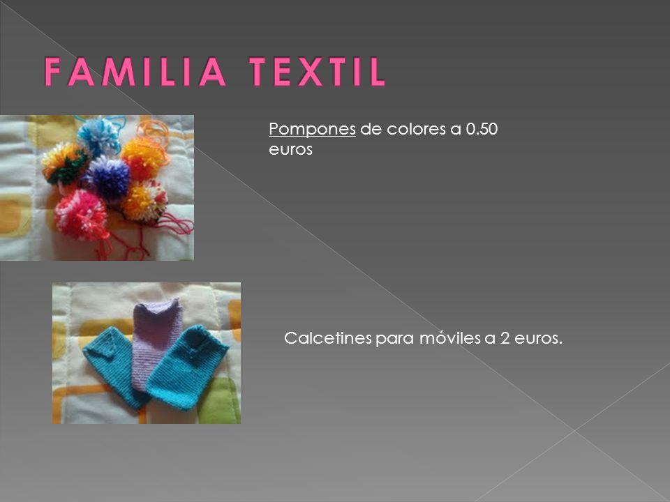 Pompones de colores a 0.50 euros Calcetines para móviles a 2 euros.