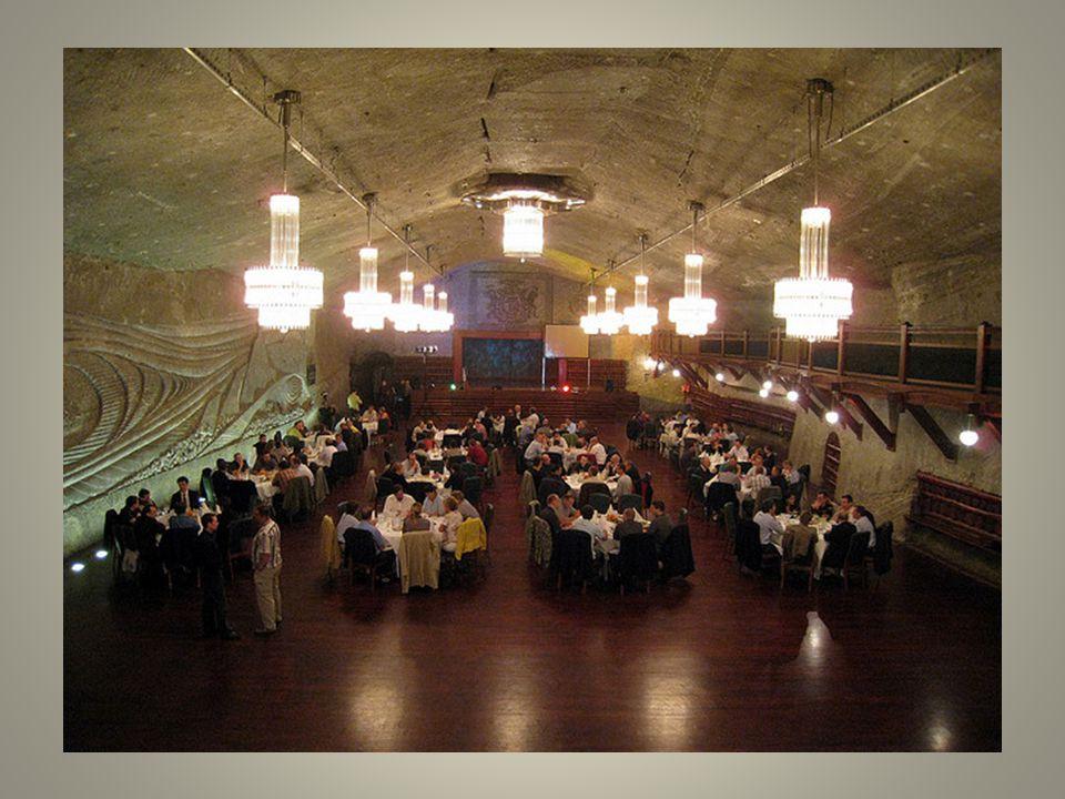 Muchos de los visitantes tienen en mente la sal que utilizan para sus comidas imaginar que otras partes de la mina se verá como lámparas de araña.