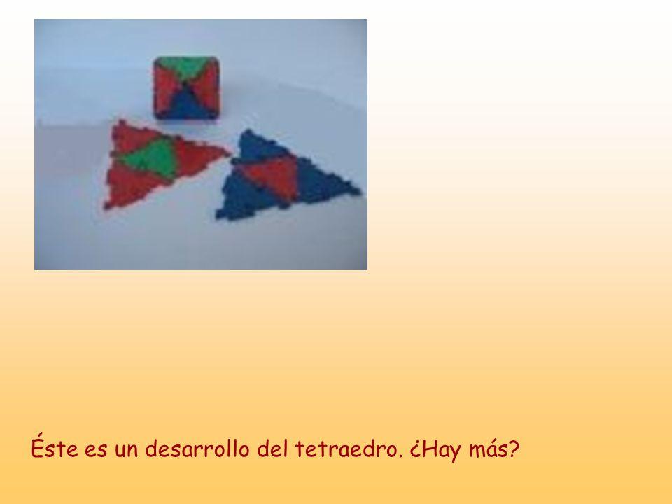 Éste es un desarrollo del tetraedro. ¿Hay más?