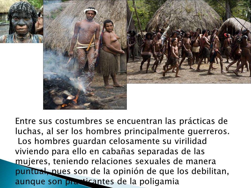 Entre sus costumbres se encuentran las prácticas de luchas, al ser los hombres principalmente guerreros.