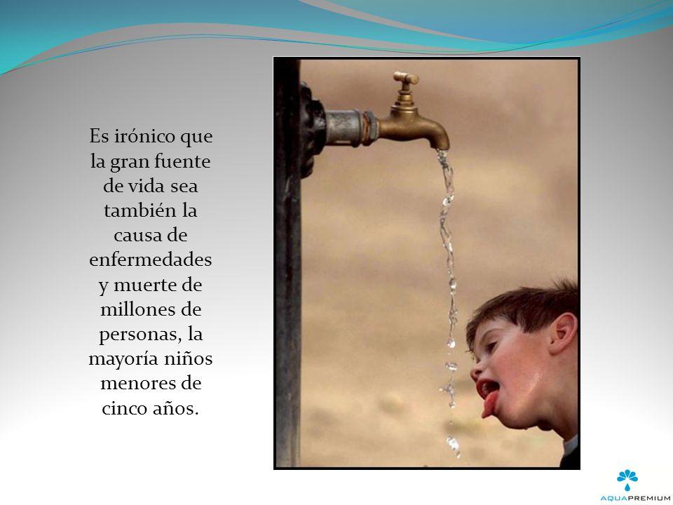En gran parte del mundo para conseguir agua la gente tiene que recorrer grandes distancias y en muchas ocasiones esta se encuentra altamente contaminada.