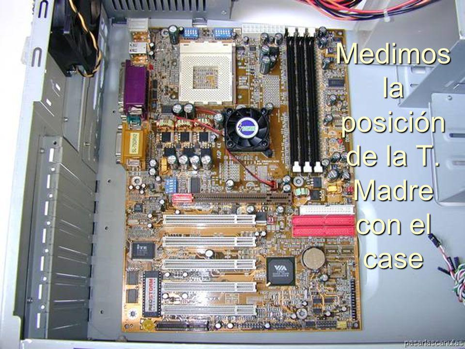 ENSAMBLAJE Y MANTENIMIENTO DE COMPUTADORAS ENSAMBLAJE DE COMPUTADORA UNIVERSIDAD CATOLICA BOLIVIANA SAN PABLO GESTIÓN - 2006 La colocamos dentro del case para ver los puntos de sujeción