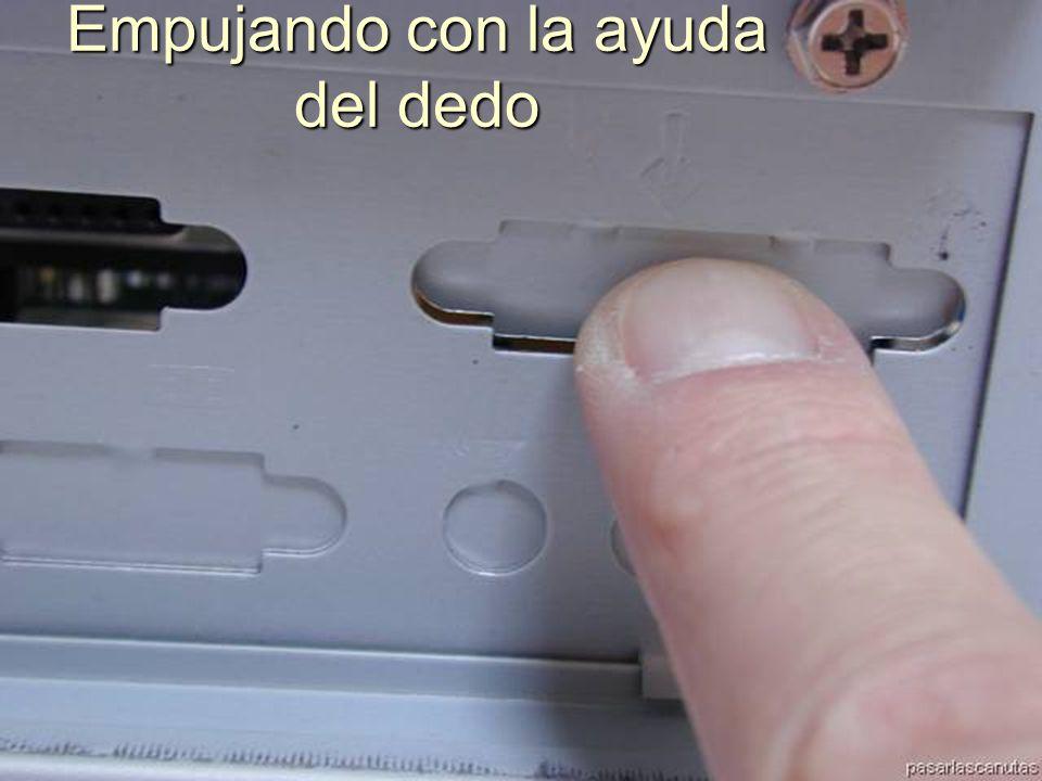 ENSAMBLAJE Y MANTENIMIENTO DE COMPUTADORAS ENSAMBLAJE DE COMPUTADORA UNIVERSIDAD CATOLICA BOLIVIANA SAN PABLO GESTIÓN - 2006 Quitamos las chapas Metálicas