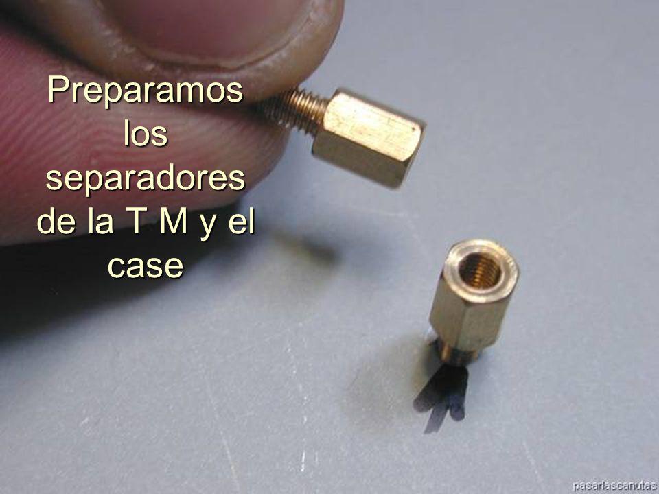 ENSAMBLAJE Y MANTENIMIENTO DE COMPUTADORAS ENSAMBLAJE DE COMPUTADORA UNIVERSIDAD CATOLICA BOLIVIANA SAN PABLO GESTIÓN - 2006 Localizamos los puntos de sujeción de la T.