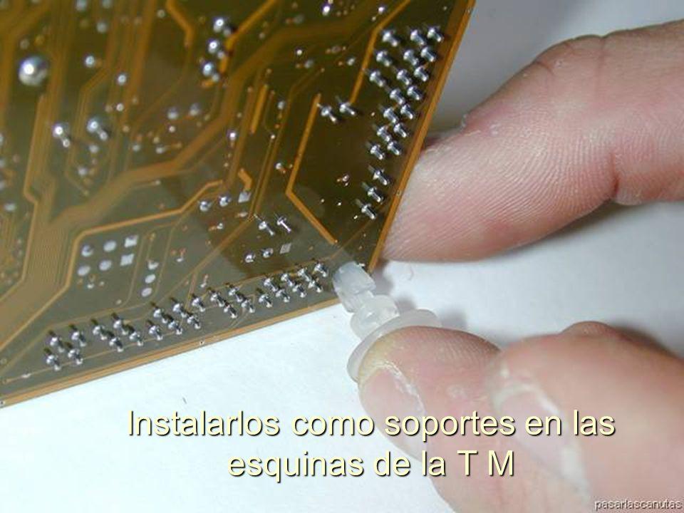 ENSAMBLAJE Y MANTENIMIENTO DE COMPUTADORAS ENSAMBLAJE DE COMPUTADORA UNIVERSIDAD CATOLICA BOLIVIANA SAN PABLO GESTIÓN - 2006 Para dar rigidez al montaje ponemos unos apoyos de plástico