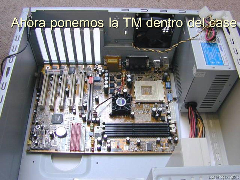 ENSAMBLAJE Y MANTENIMIENTO DE COMPUTADORAS ENSAMBLAJE DE COMPUTADORA UNIVERSIDAD CATOLICA BOLIVIANA SAN PABLO GESTIÓN - 2006 Instalarlos como soportes en las esquinas de la T M