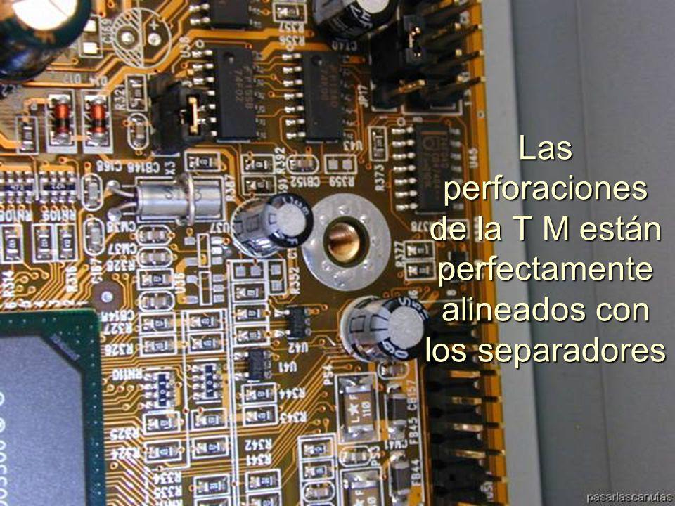 ENSAMBLAJE Y MANTENIMIENTO DE COMPUTADORAS ENSAMBLAJE DE COMPUTADORA UNIVERSIDAD CATOLICA BOLIVIANA SAN PABLO GESTIÓN - 2006 Las conexiones de USB, puertos serie, etc.