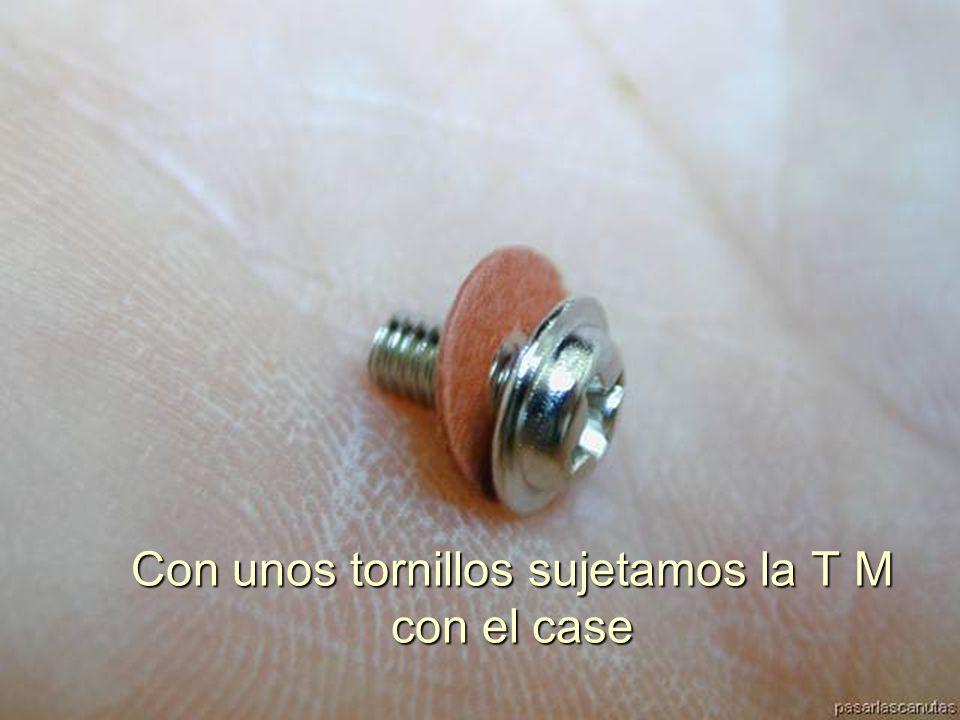 ENSAMBLAJE Y MANTENIMIENTO DE COMPUTADORAS ENSAMBLAJE DE COMPUTADORA UNIVERSIDAD CATOLICA BOLIVIANA SAN PABLO GESTIÓN - 2006 Las perforaciones de la T M están perfectamente alineados con los separadores