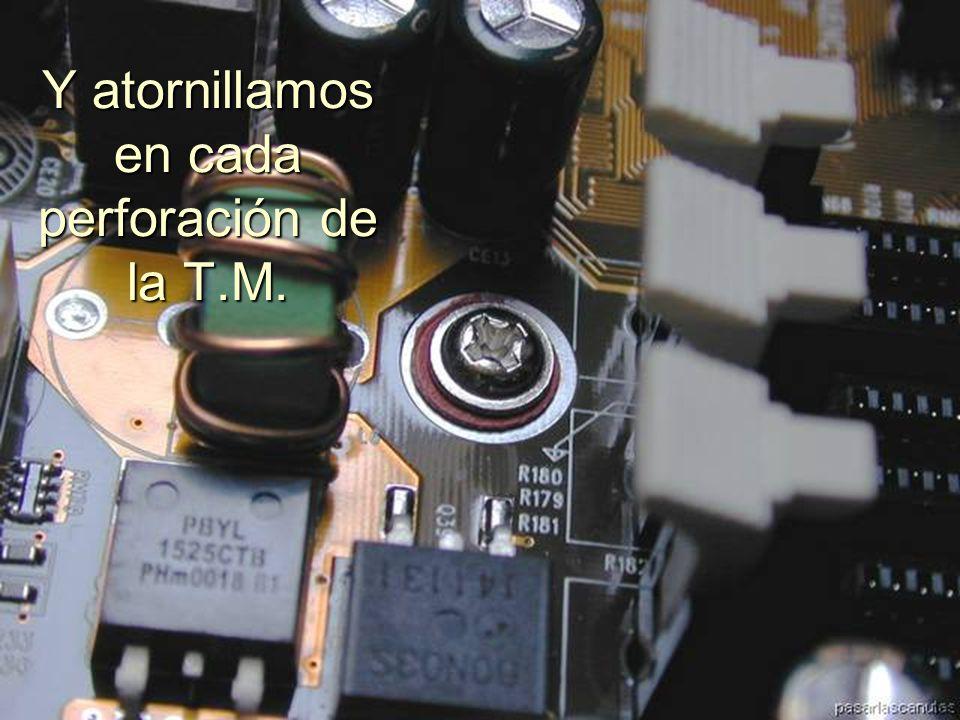 ENSAMBLAJE Y MANTENIMIENTO DE COMPUTADORAS ENSAMBLAJE DE COMPUTADORA UNIVERSIDAD CATOLICA BOLIVIANA SAN PABLO GESTIÓN - 2006 Y comenzamos a atornillar