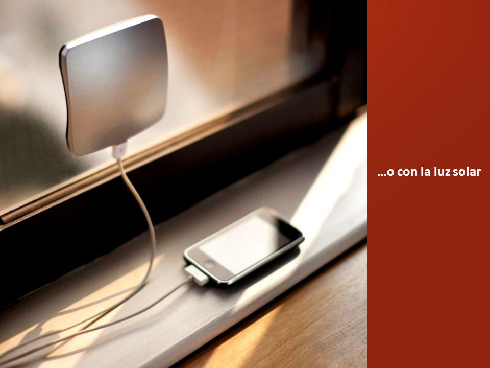 Dispositivo que carga el móvil con las bebidas calientes o frías…