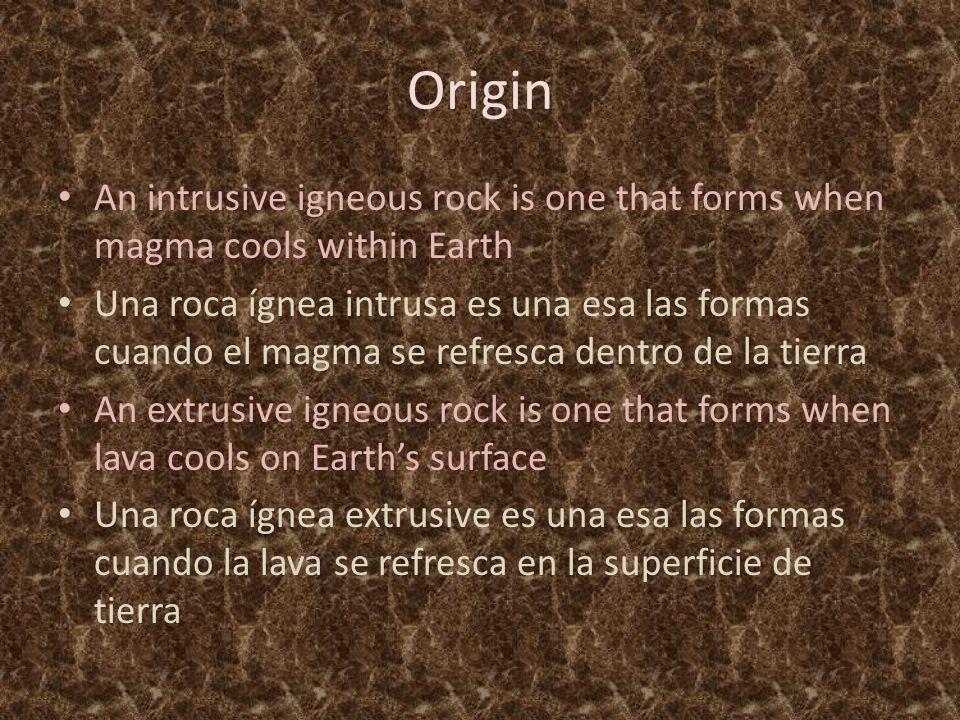 Origin An intrusive igneous rock is one that forms when magma cools within Earth Una roca ígnea intrusa es una esa las formas cuando el magma se refresca dentro de la tierra An extrusive igneous rock is one that forms when lava cools on Earth's surface Una roca ígnea extrusive es una esa las formas cuando la lava se refresca en la superficie de tierra