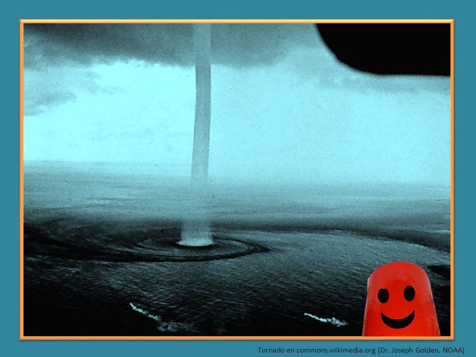 Tornado en commons.wikimedia.org (Dr. Joseph Golden, NOAA)