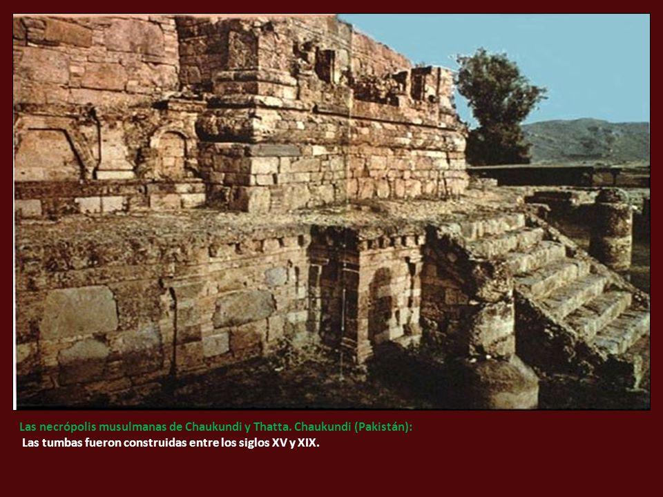 Las necrópolis musulmanas de Chaukundi y Thatta.