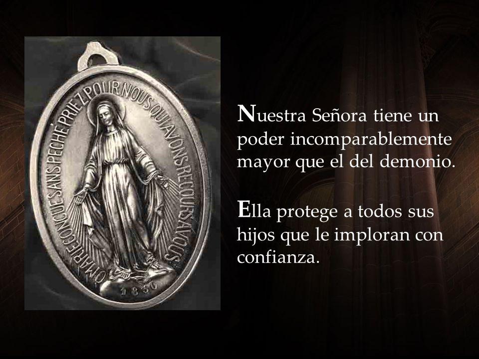 L a Santísima Virgen de pie sobre el globo terreste significa que Ella, además de ser Nuestra Madre en el Cielo, es también la Reina de la Tierra y de todo el Universo.