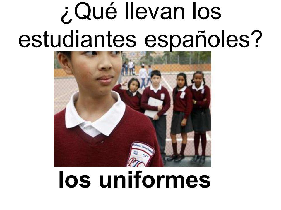 ¿Qué llevan los estudiantes españoles los uniformes
