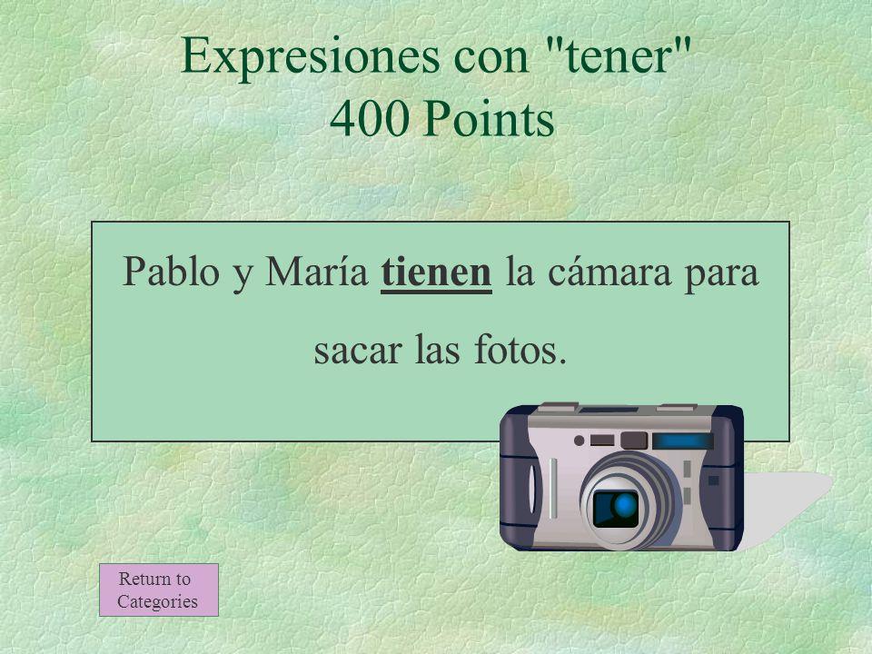 Pablo y María _______ la cámara para sacar las fotos.