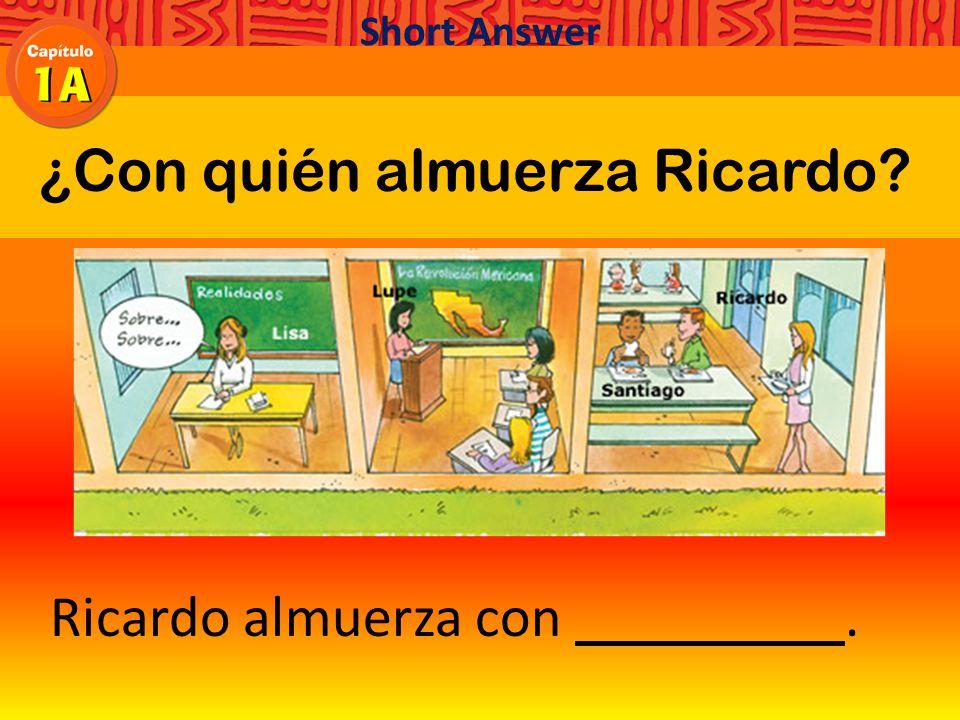 ¿Con quién almuerza Ricardo Short Answer