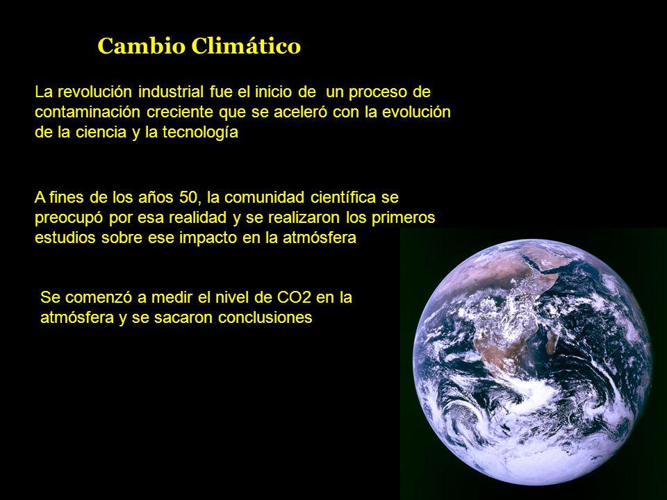 Cambio Climático La revolución industrial fue el inicio de un proceso de contaminación creciente que se aceleró con la evolución de la ciencia y la tecnología A fines de los años 50, la comunidad científica se preocupó por esa realidad y se realizaron los primeros estudios sobre ese impacto en la atmósfera Se comenzó a medir el nivel de CO2 en la atmósfera y se sacaron conclusiones