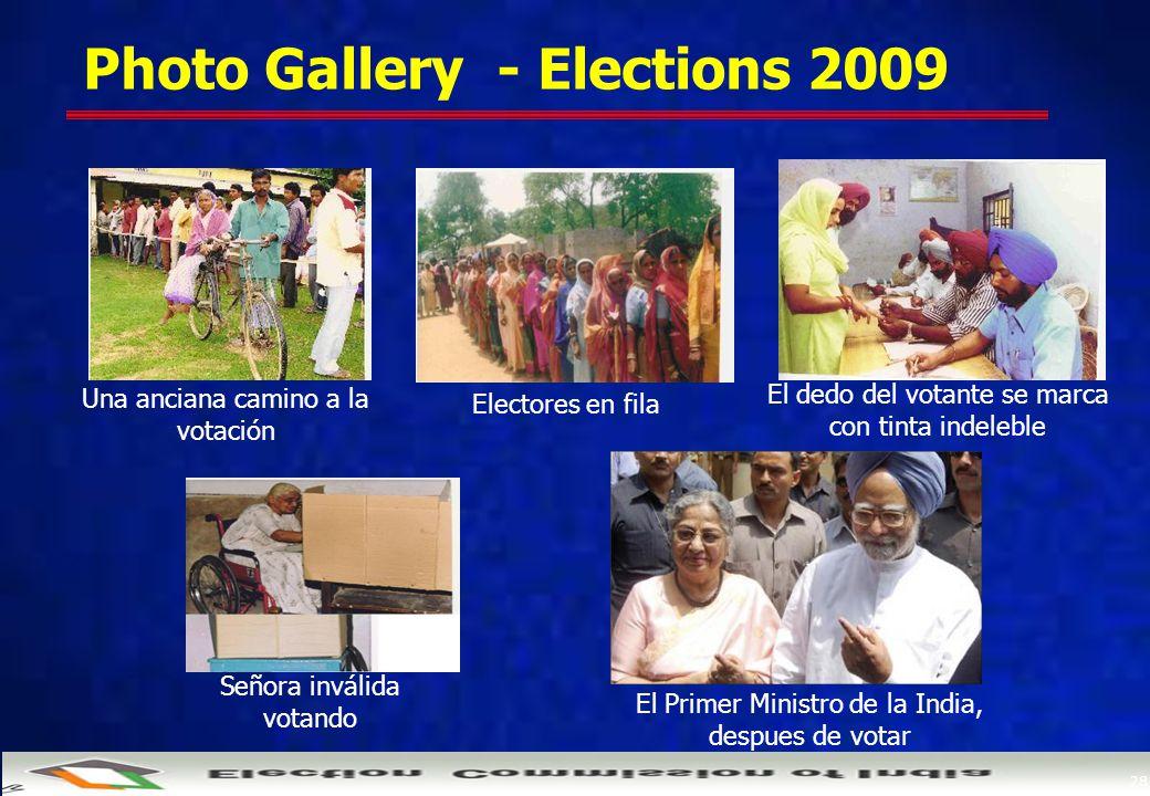28 Photo Gallery - Elections 2009 Una anciana camino a la votación Electores en fila El dedo del votante se marca con tinta indeleble Señora inválida votando El Primer Ministro de la India, despues de votar