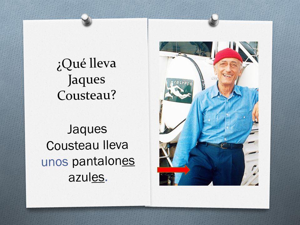 ¿Qué lleva Jaques Cousteau Jaques Cousteau lleva unos pantalones azules.