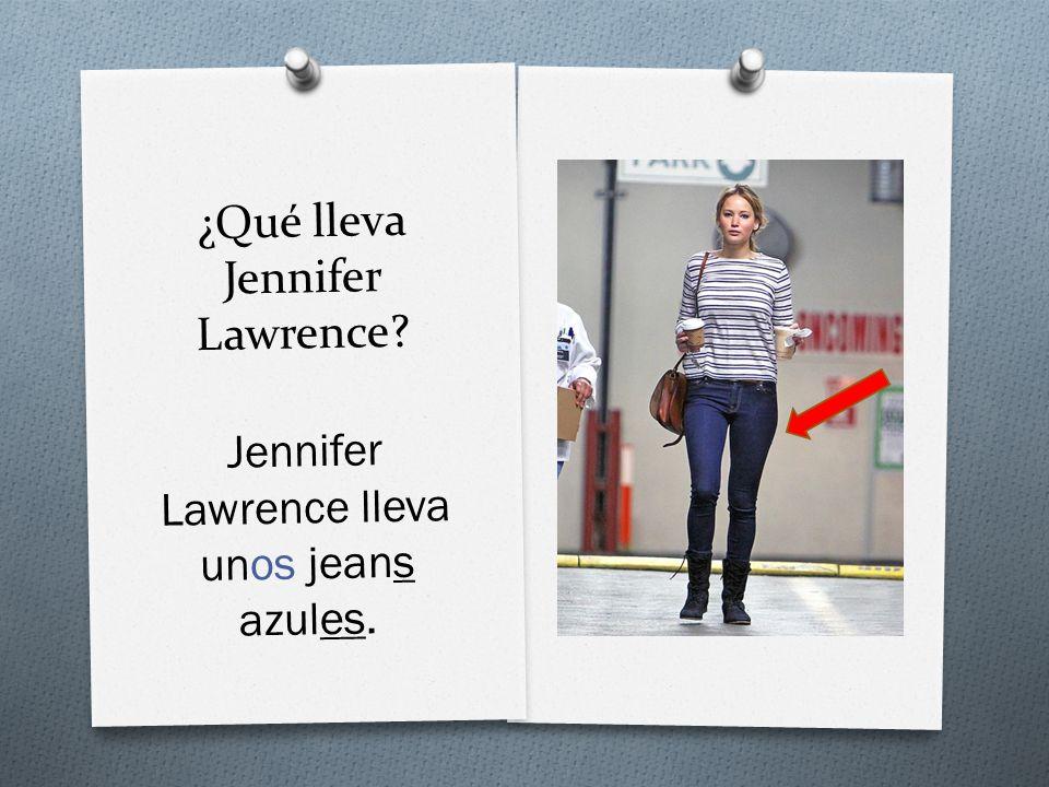 ¿Qué lleva Jennifer Lawrence Jennifer Lawrence lleva unos jeans azules.