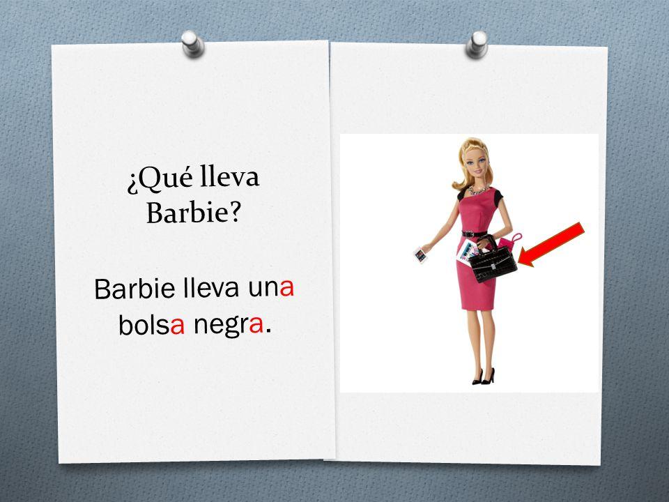 ¿Qué lleva Barbie Barbie lleva una bolsa negra.