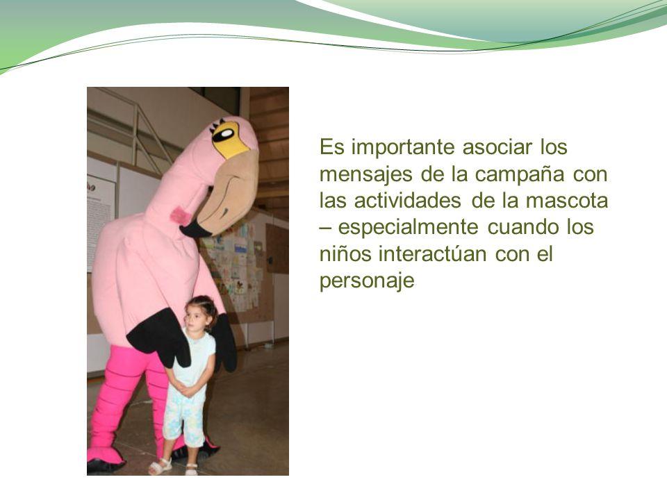 Es importante asociar los mensajes de la campaña con las actividades de la mascota – especialmente cuando los niños interactúan con el personaje