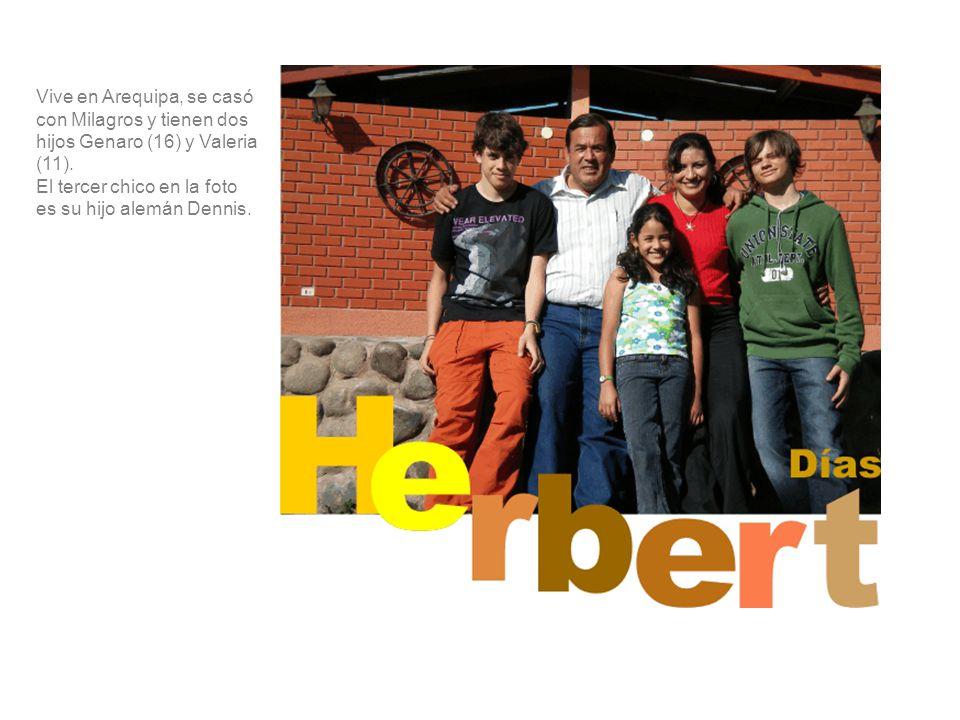 Vive en Arequipa, se casó con Milagros y tienen dos hijos Genaro (16) y Valeria (11).