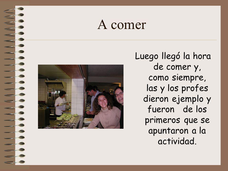 A comer Luego llegó la hora de comer y, como siempre, las y los profes dieron ejemplo y fueron de los primeros que se apuntaron a la actividad.