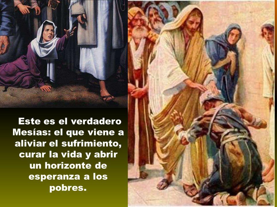 Jesús le responde con su vida de profeta curador: Decidle a Juan lo que estáis viendo y oyendo: los ciegos ven y los inválidos andan; los leprosos quedan limpios y los sordos oyen; los muertos resucitan y a los pobres se les anuncia la Buena Noticia .