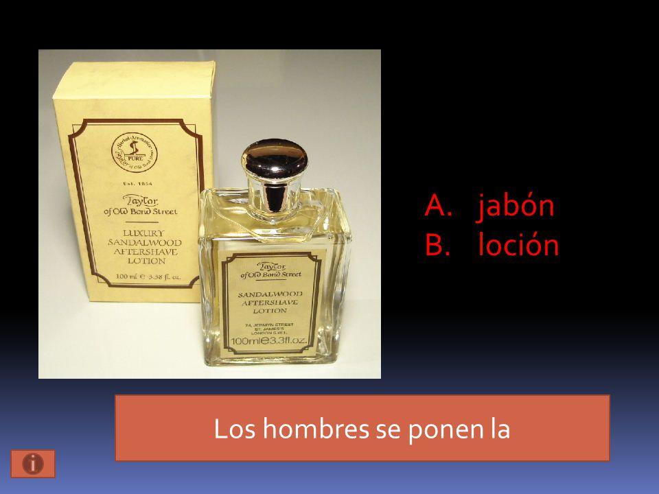 Los hombres se ponen la A.jabón B.loción