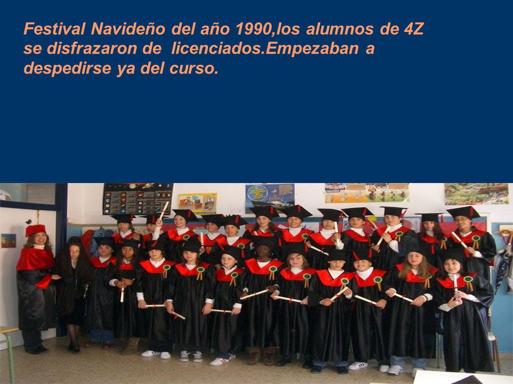Festival Navideño del año 1990,los alumnos de 4Z se disfrazaron de licenciados.Empezaban a despedirse ya del curso.