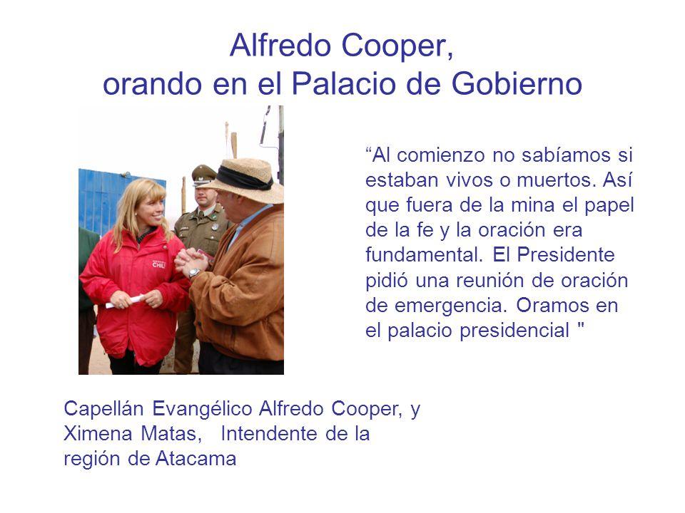 Alfredo Cooper, orando en el Palacio de Gobierno Al comienzo no sabíamos si estaban vivos o muertos.