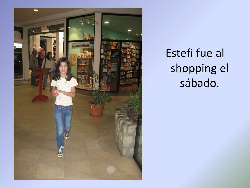 Estefi fue al shopping el sábado.